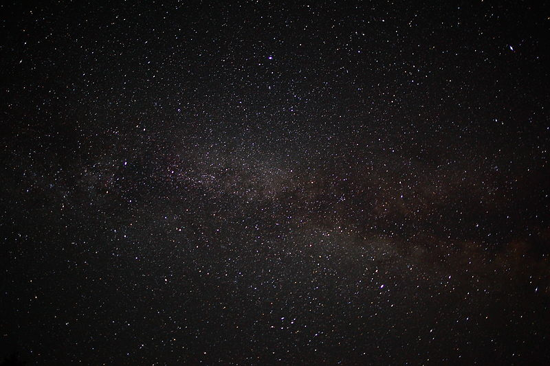 800px-Night-sky-milky-way-galaxy-astrophotography_-_West_Virginia_-_ForestWander